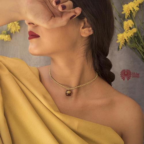 گردنبند زنانه طرح پاییز طلایی